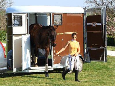 • Un débarquement en avançant • Un accès facile aux chevaux • Une bonne aération à l'arrêt